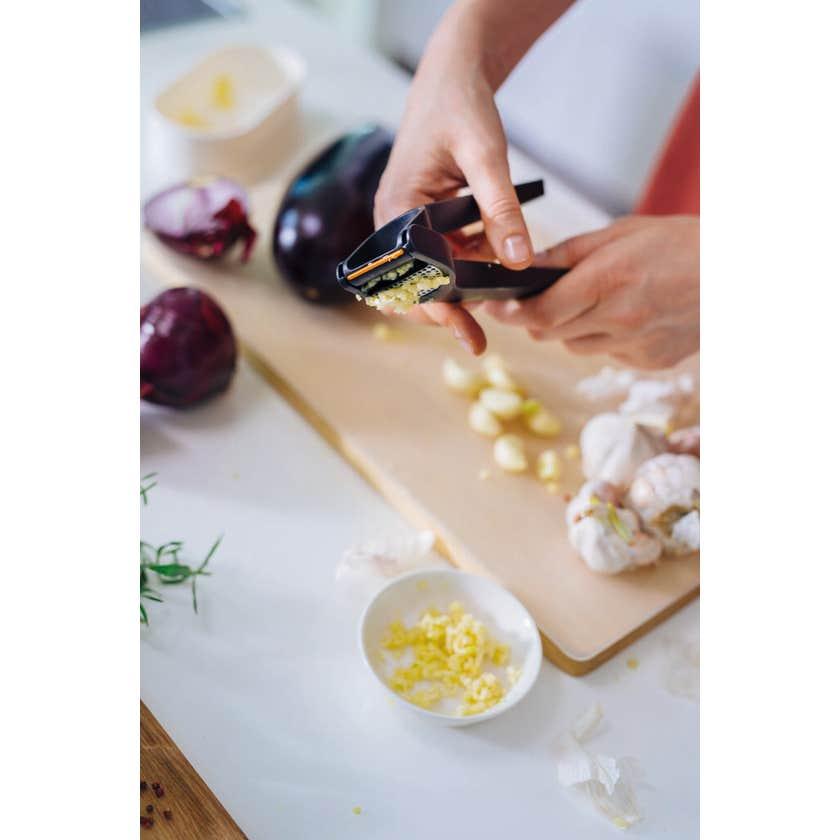 Fiskars Garlic Press Black