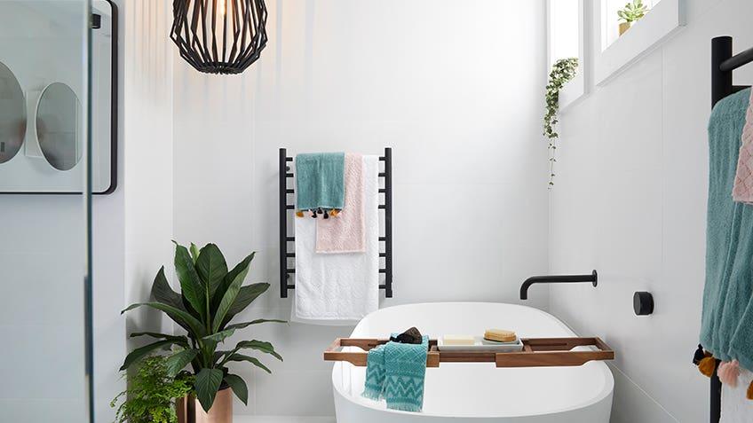Kerrie & Spence: Main Bathroom