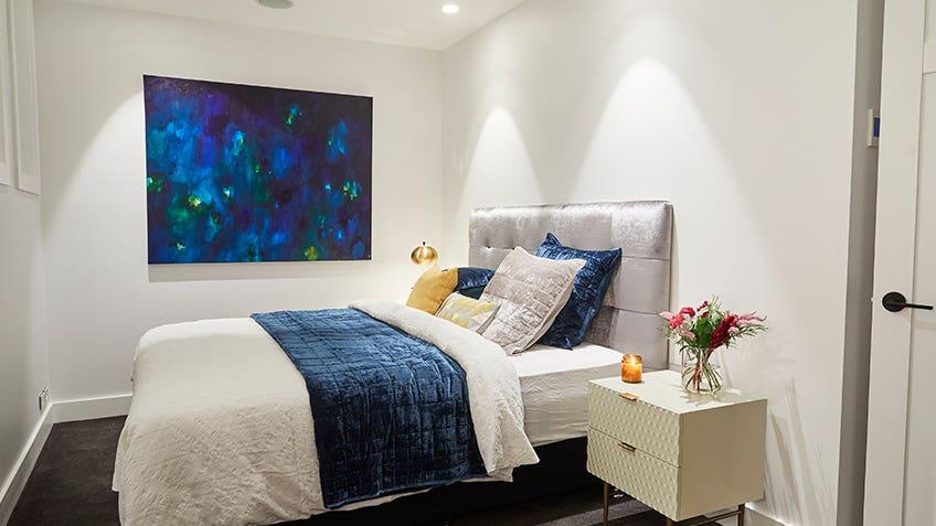 Kerrie & Spence: Guest Bedroom