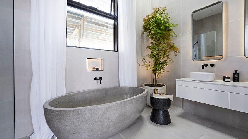 Norm & Jess: Main Bathroom